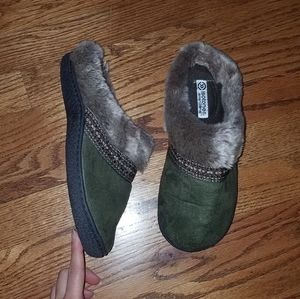 Isotoner green slip on slippers house shoes 7.5